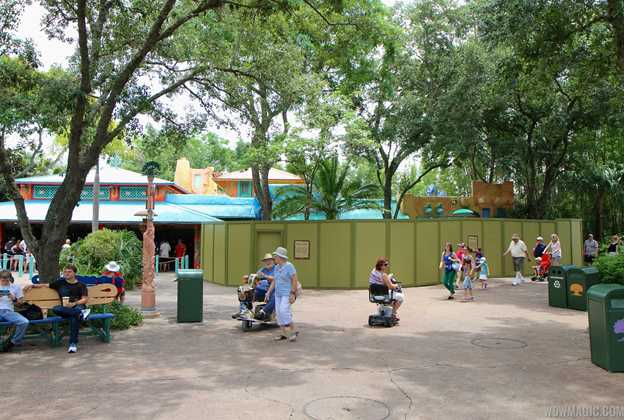 Discovery Island Coffee kiosk construction