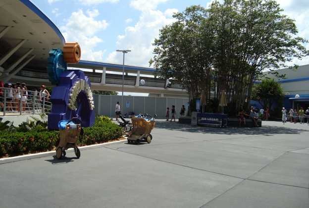 Buzz Lightyear meet and greet construction