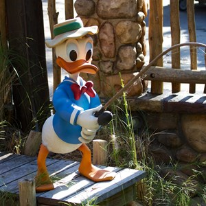 21 of 36: Camp Minnie-Mickey - Camp Minnie-Mickey Donald Duck statue