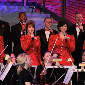 3 of 18: Candlelight Processional - John O'Hurley narrator