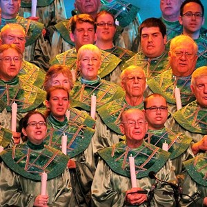 4 of 18: Candlelight Processional - John O'Hurley narrator
