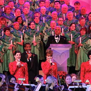 8 of 18: Candlelight Processional - John O'Hurley narrator