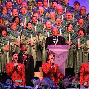9 of 18: Candlelight Processional - John O'Hurley narrator