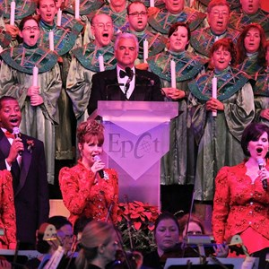 10 of 18: Candlelight Processional - John O'Hurley narrator