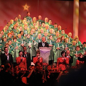 16 of 18: Candlelight Processional - John O'Hurley narrator