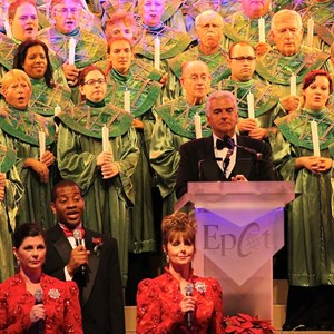 13 of 18: Candlelight Processional - John O'Hurley narrator