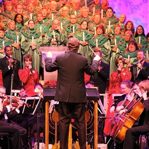 7 of 18: Candlelight Processional - John O'Hurley narrator