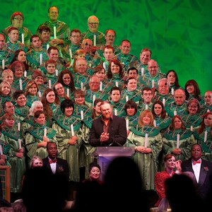 2 of 4: Candlelight Processional - Trace Adkins narrator
