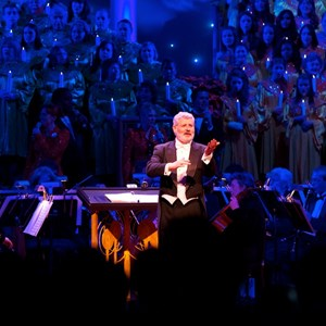 4 of 4: Candlelight Processional - Trace Adkins narrator