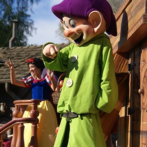 9 of 36: Celebrate A Dream Come True - Celebrate a Dream Come True Parade - Dopey and Snow White