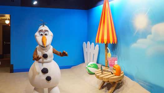 PHOTOS - Meet Olaf in the new Celebrity Spotlight at Disney's Hollywood Studios