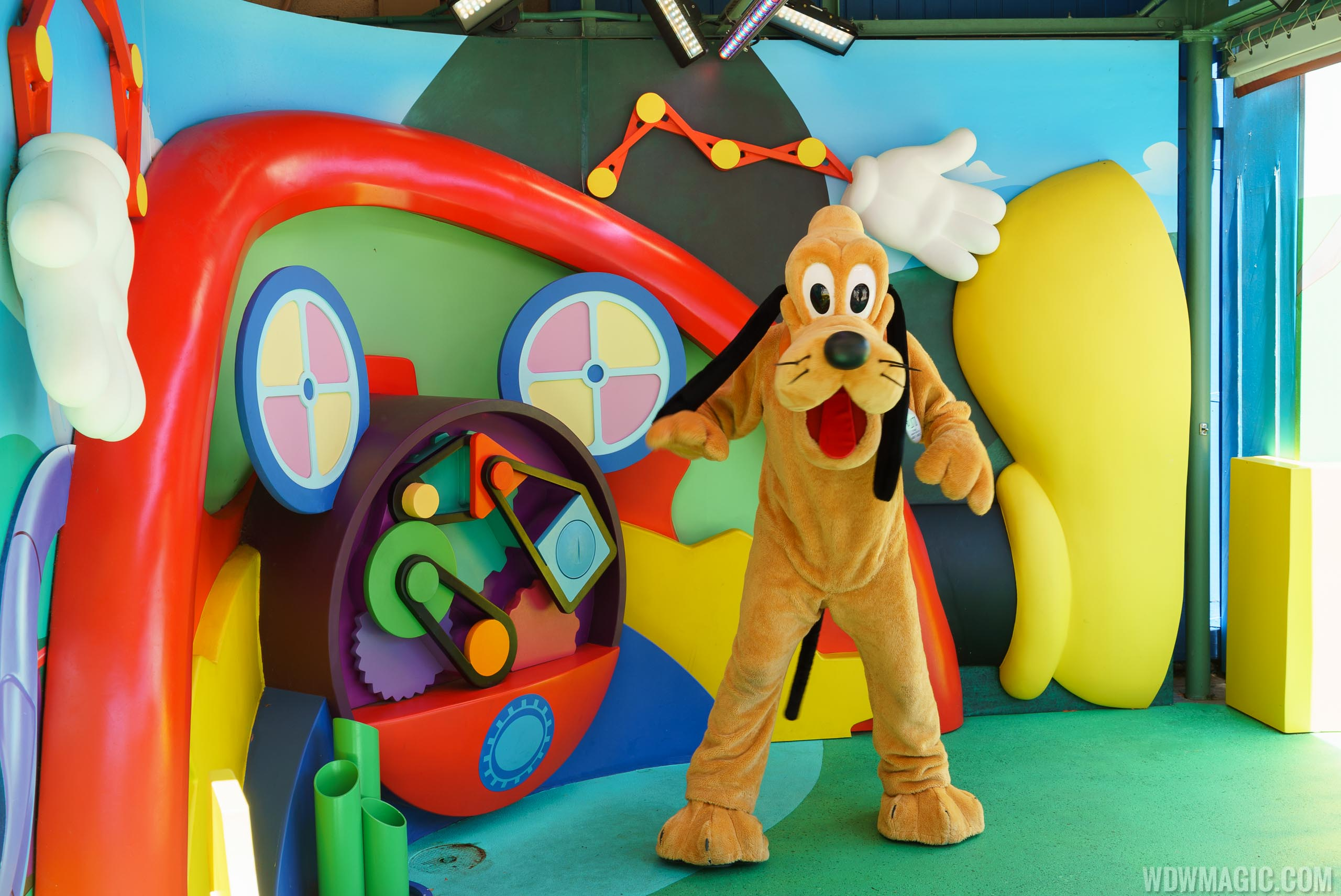 Photos Pluto Now Appearing At The Disney Junior Meet And