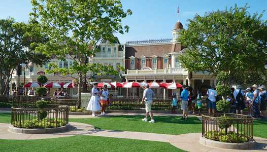 PHOTOS - Meet Mary Poppins in the new Main Street Plaza Gardens at the Magic Kingdom