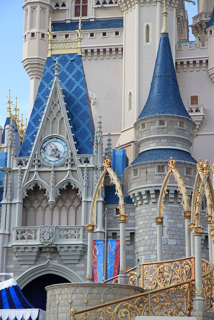 Cinderella's Holiday Wish lights installation - crane onsite