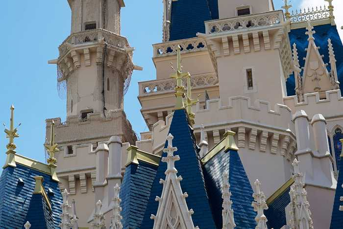 Cinderella's Holiday Wish 2014 lights installation