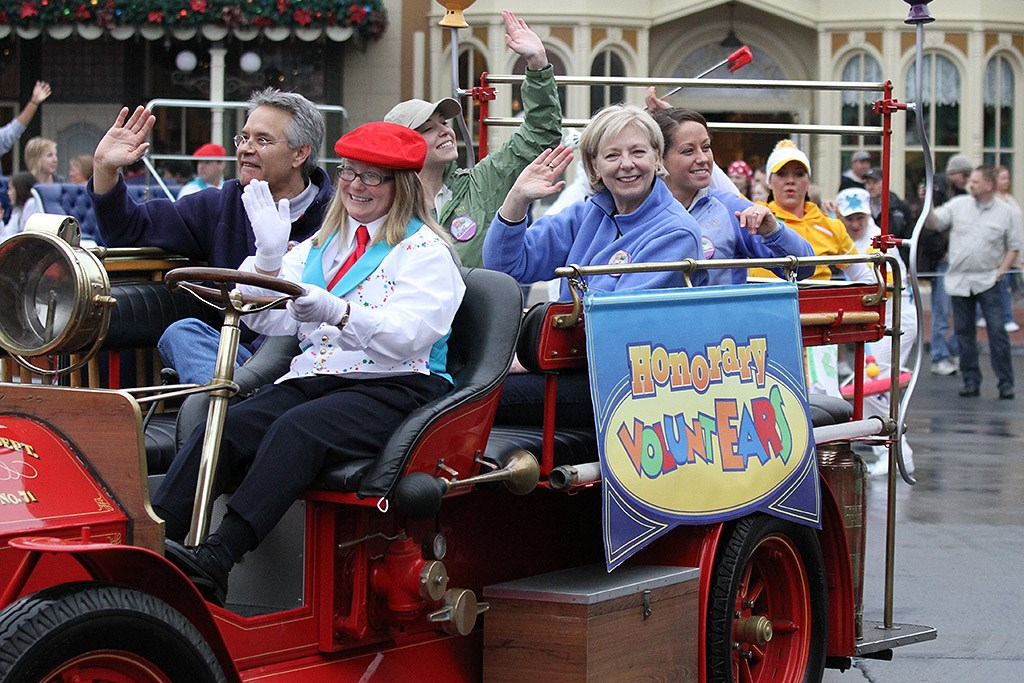 Disney's Honorary Voluntears Cavalcade opening day show