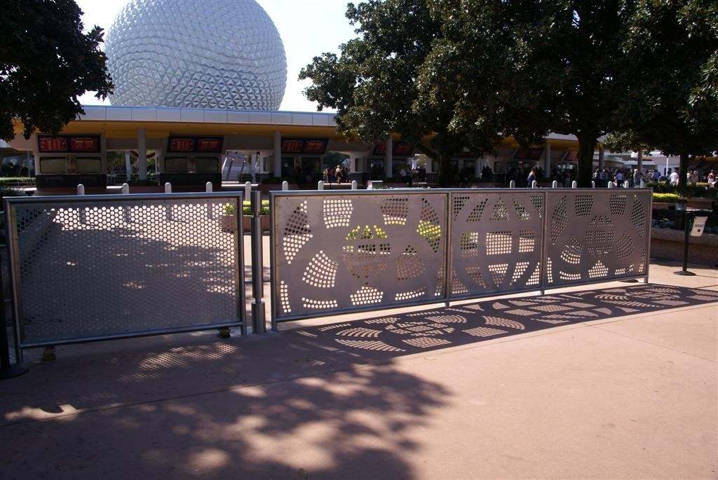 New entry area fence