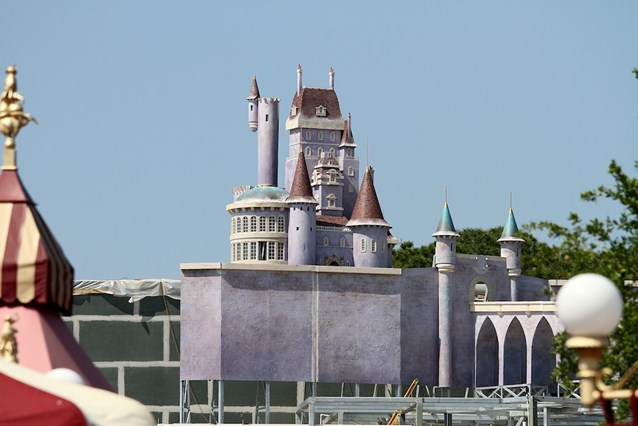 Fantasyland - The view of the castle from near to Dumbo