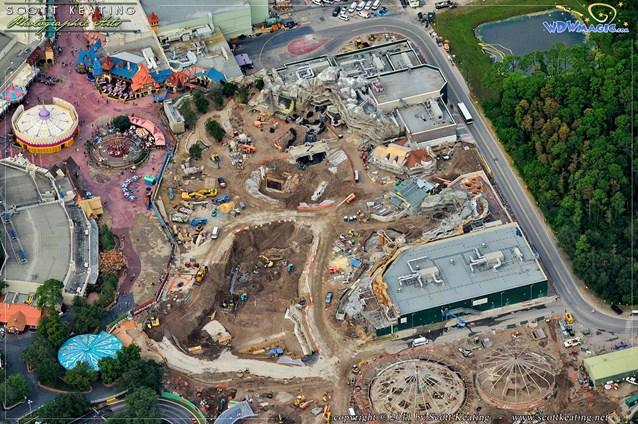 Fantasyland - Snow White Mine Train Coaster preparation in the center