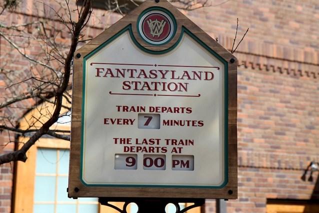 Fantasyland - Fantasyland station departure board