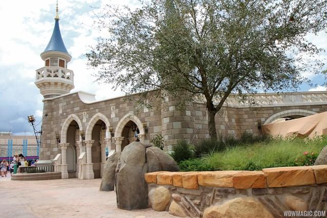 Fantasyland - Fantasyland Enchanted Forest castle wall