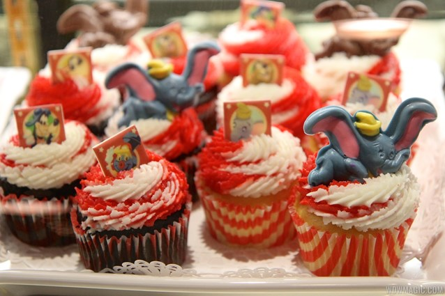 Fantasyland - Big Top Souvenirs opening day - exclusive cupcakes