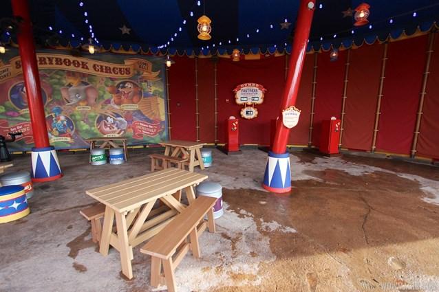 Fantasyland - Storybook Circus third big top - FASTPASS distribution