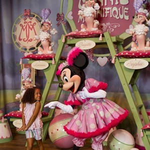 5 of 8: Fantasyland - Inside Pete's Silly Sideshow - Minnie Magnifique