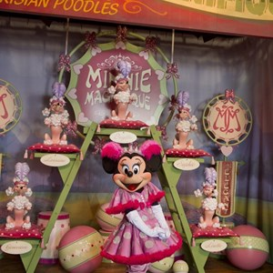 6 of 8: Fantasyland - Inside Pete's Silly Sideshow - Minnie Magnifique
