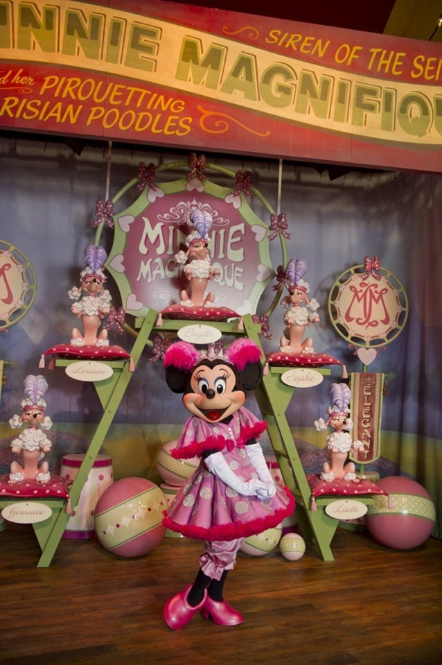 Fantasyland - Inside Pete's Silly Sideshow - Minnie Magnifique