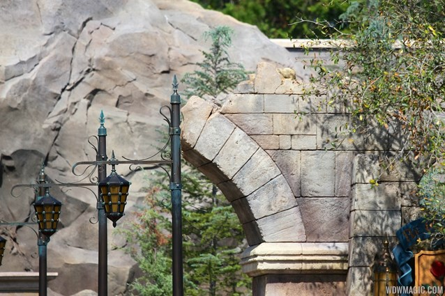 Fantasyland - New Fantasyland Enchanted Forest - details around the entrance to Be Our Guest Restaurant