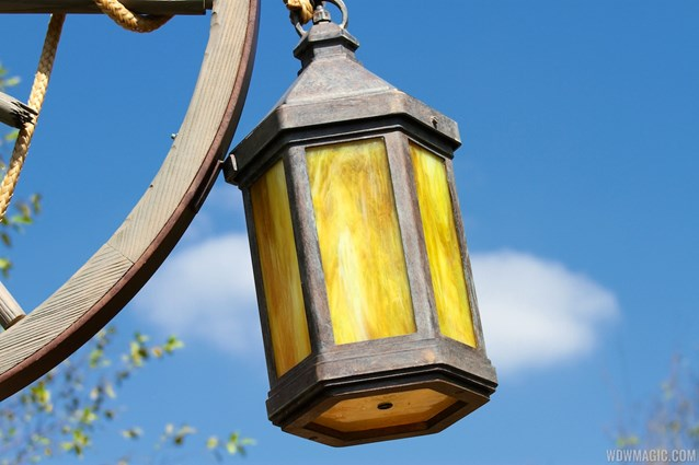 Fantasyland - New Fantasyland Enchanted Forest - Enchanted Tales with Belle lighting details