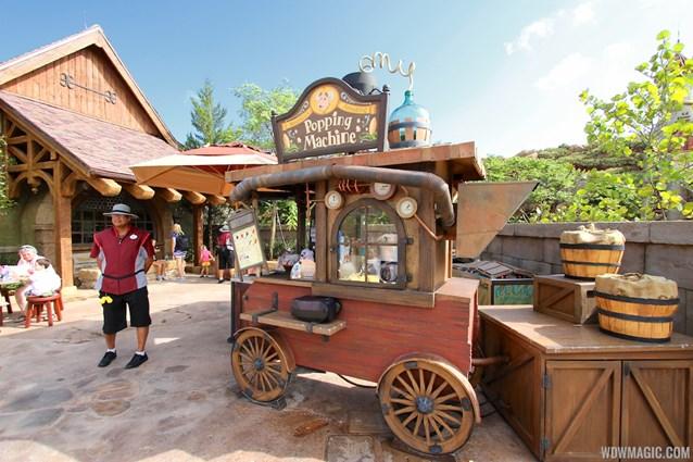 Fantasyland - Fantasyland soft opening - Snack cart