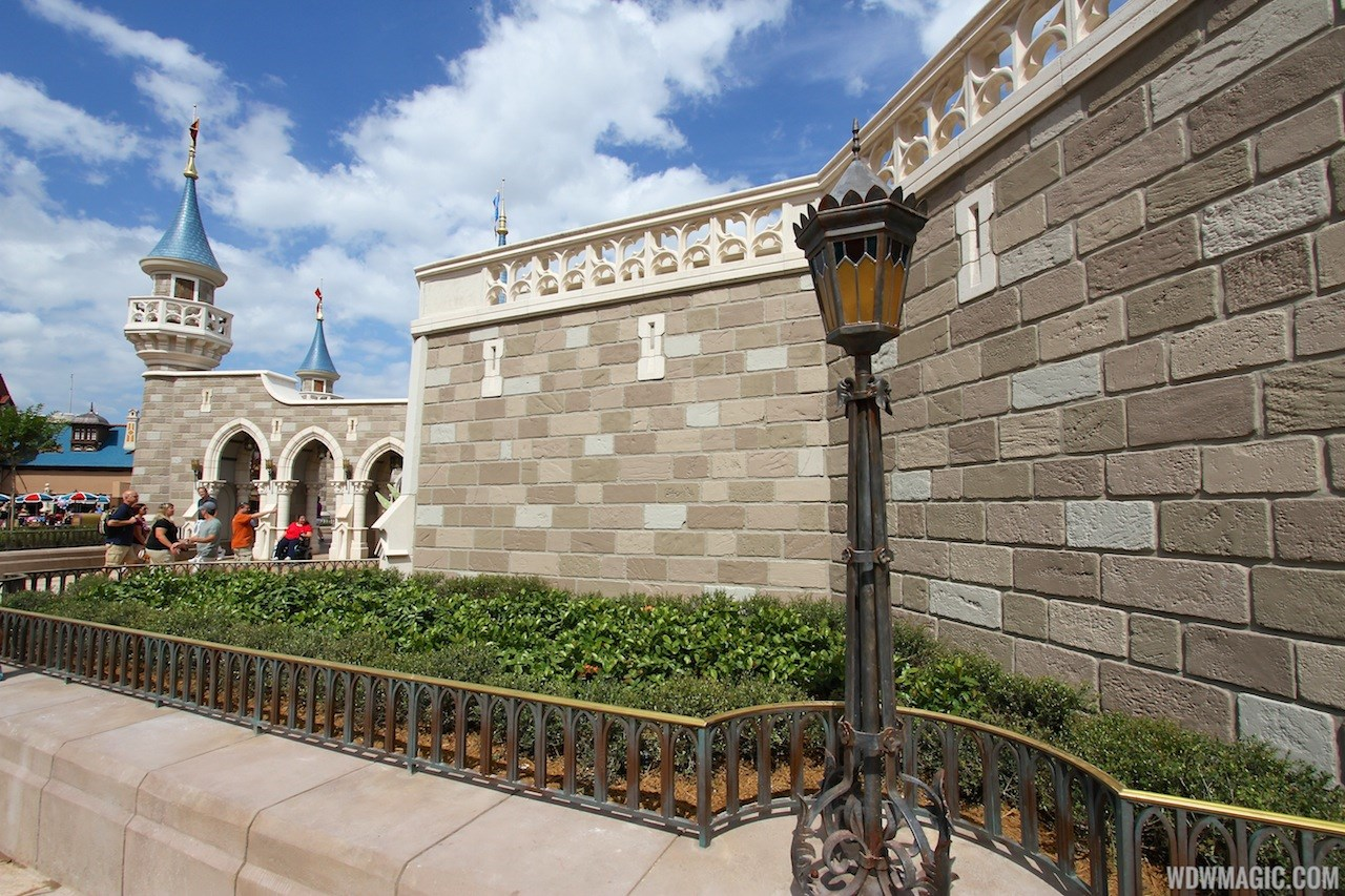 Construction walls removed around second side of the castle walls