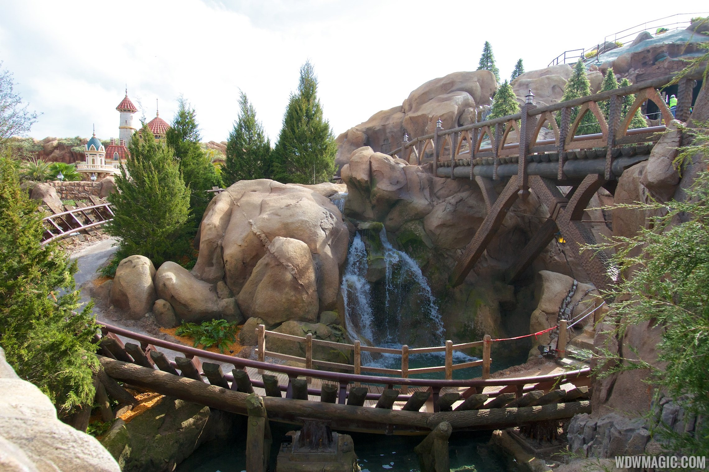7 dwarfs mine train drop height
