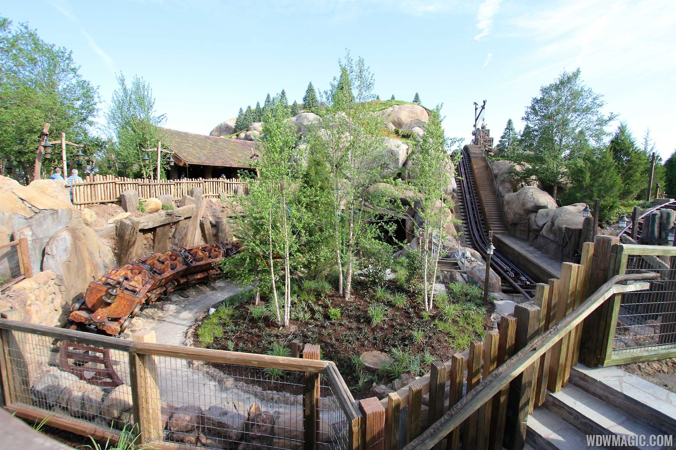 Seven Dwarfs Mine Train lift and track