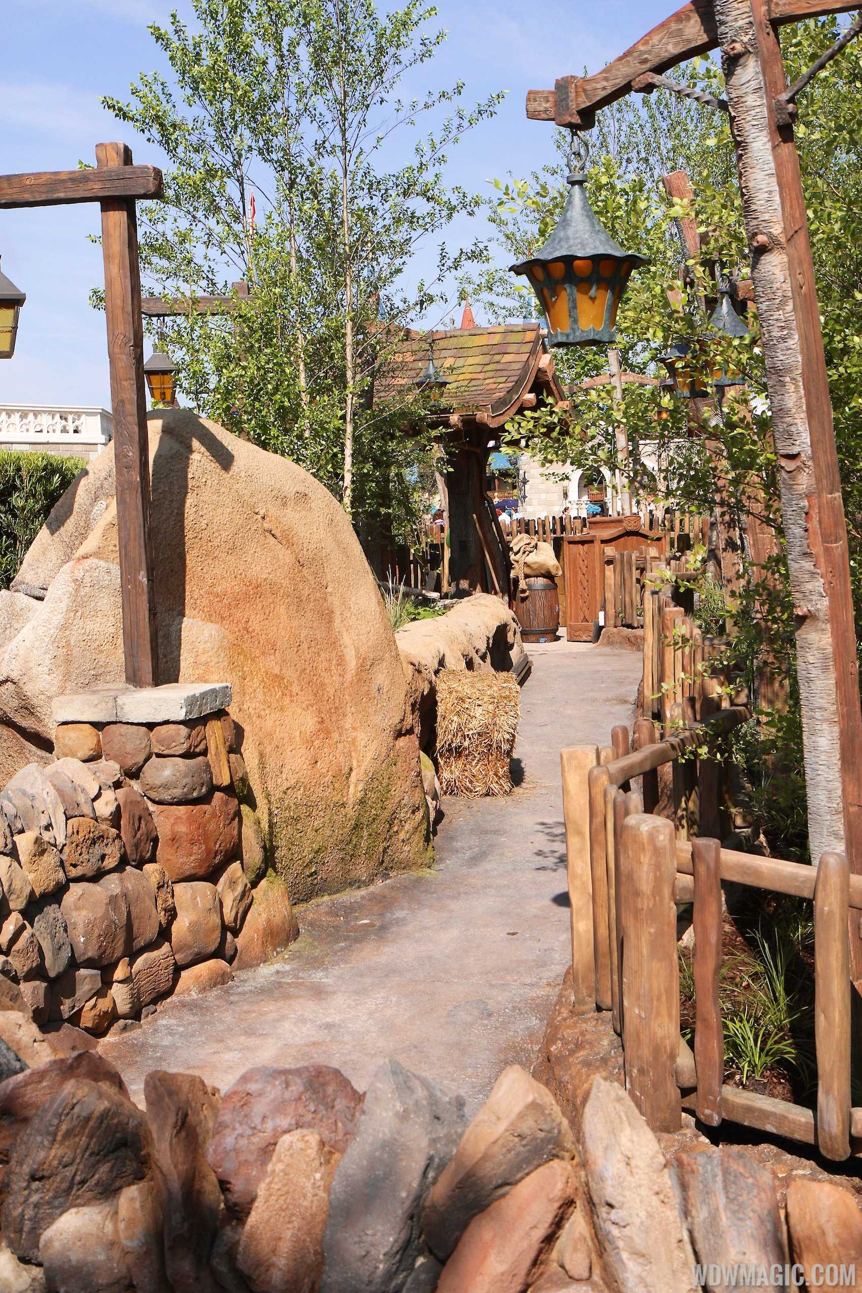 Seven Dwarfs Mine Train queue