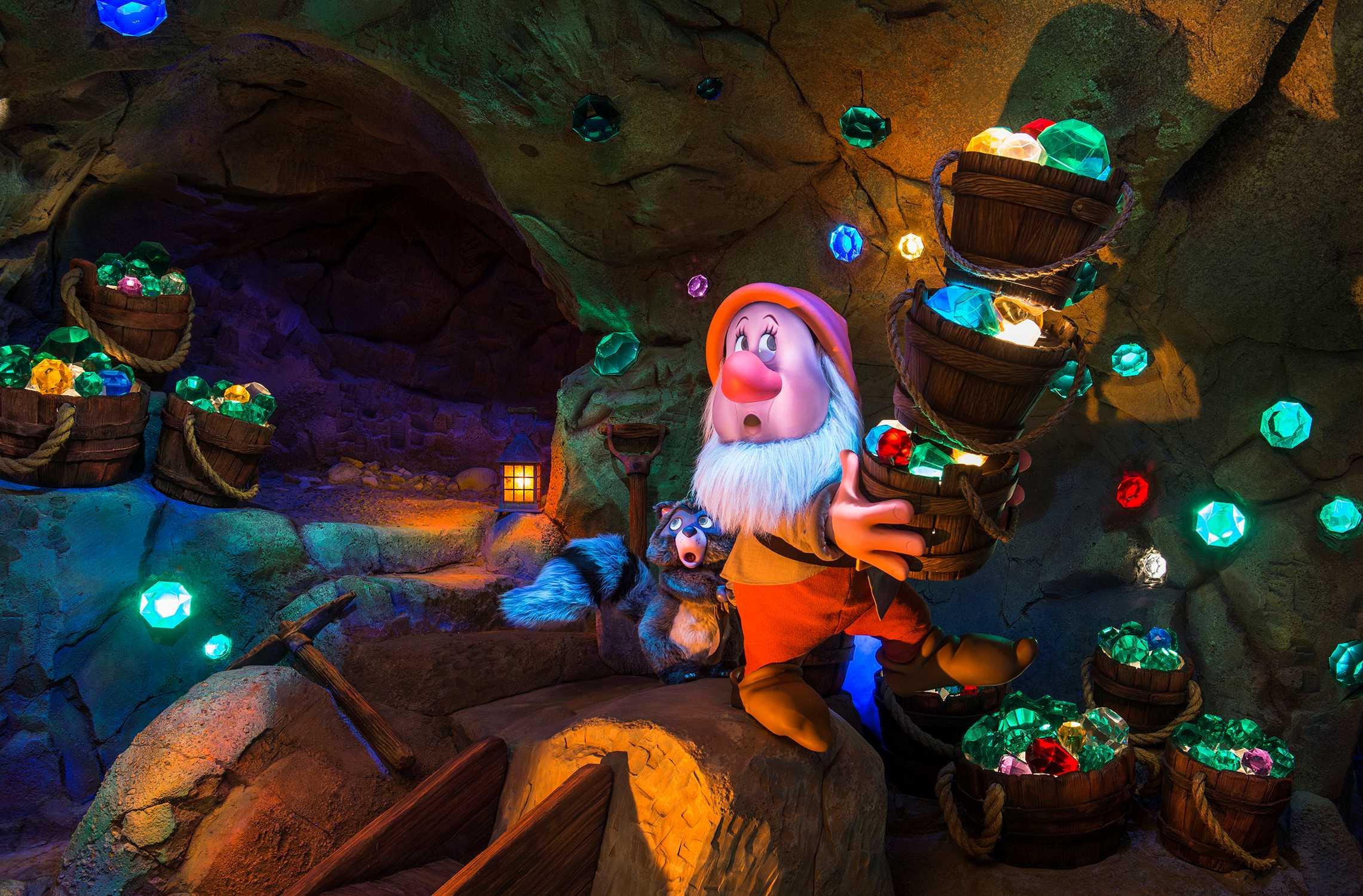 Seven Dwarfs Mine Train animatronics