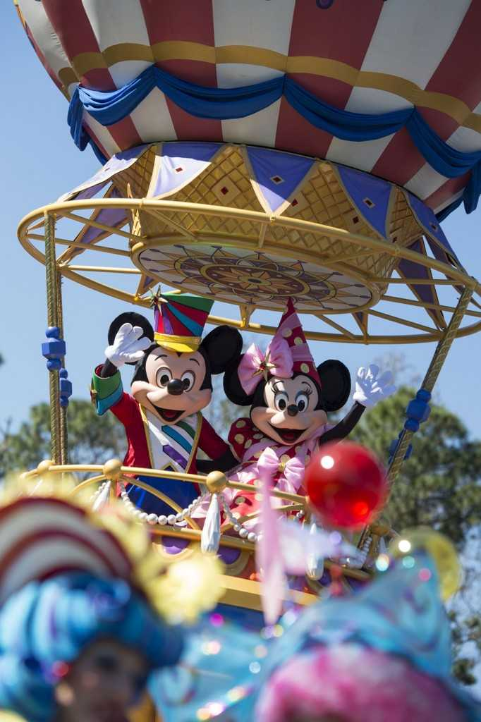 Mickey and Minnie's costumes in Disney Festival of Fantasy Parade