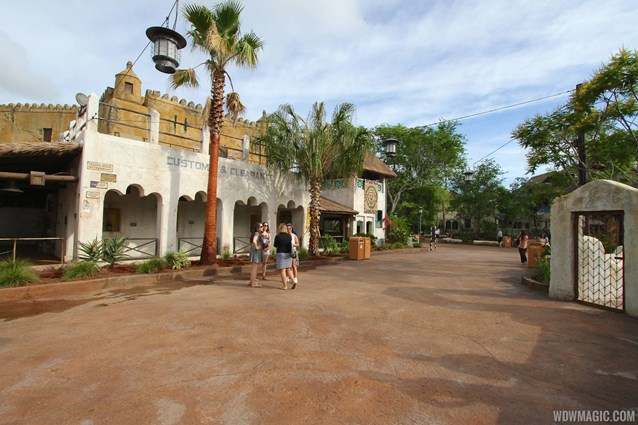 Festival of the Lion King - New Harambe Theatre area in Africa - Overview of the area and FastPass+ queue