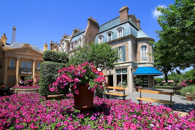 France (Pavilion) - Flowers in full bloom in front of Impressions de France