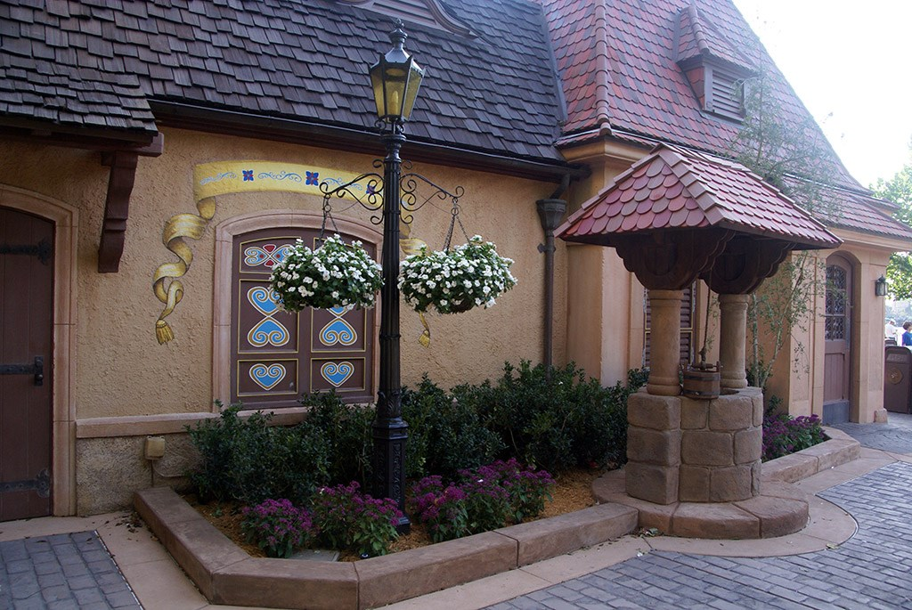 Snow White meet and greet area completed