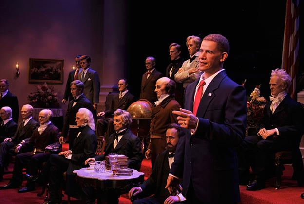 Hall of Presidents animatronic figures on stage