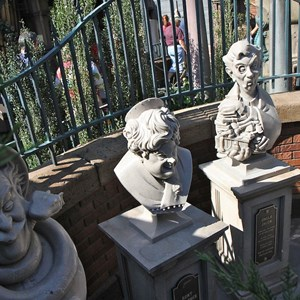 4 of 24: Haunted Mansion - New interactive queue walk-through