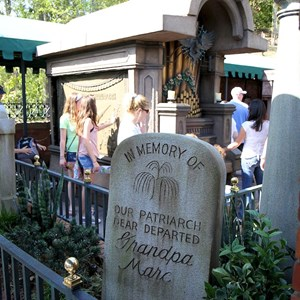 6 of 24: Haunted Mansion - New interactive queue walk-through