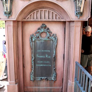 21 of 24: Haunted Mansion - New interactive queue walk-through