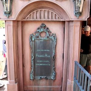 21 of 24: Haunted Mansion - New interactive queue walk-through