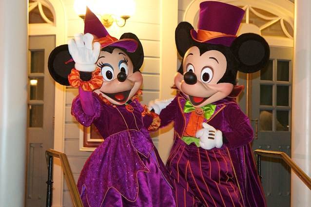 Haunted Mansion - Halloween Mickey and Minnie