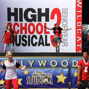 5 of 6: High School Musical 3: Senior Year - High School Musical 3 on Summer Nightastic stage