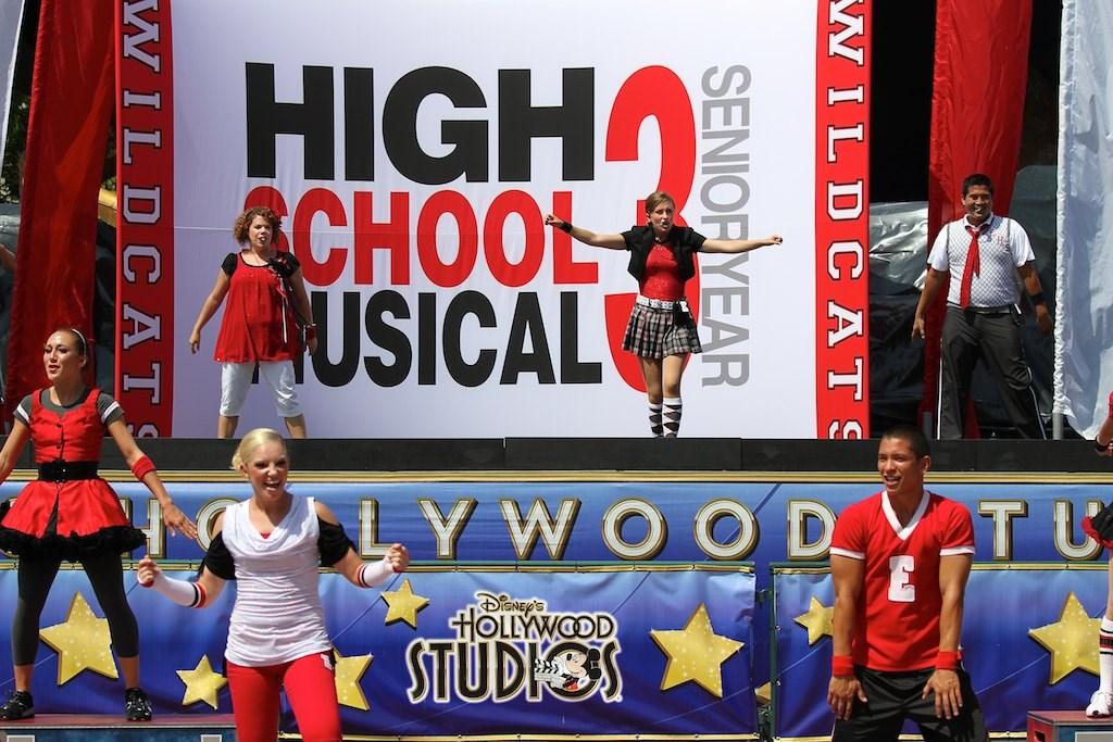 High School Musical 3 on Summer Nightastic stage
